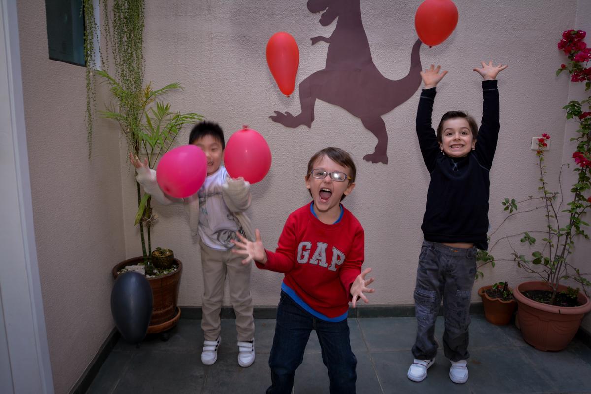 brincadeiras com o balão de bexiga no  no condomínio, São Paulo- SP