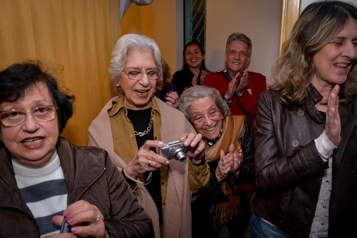 vovó também faz a sua foto na festa de aniversário no  no condomínio, São Paulo- SP