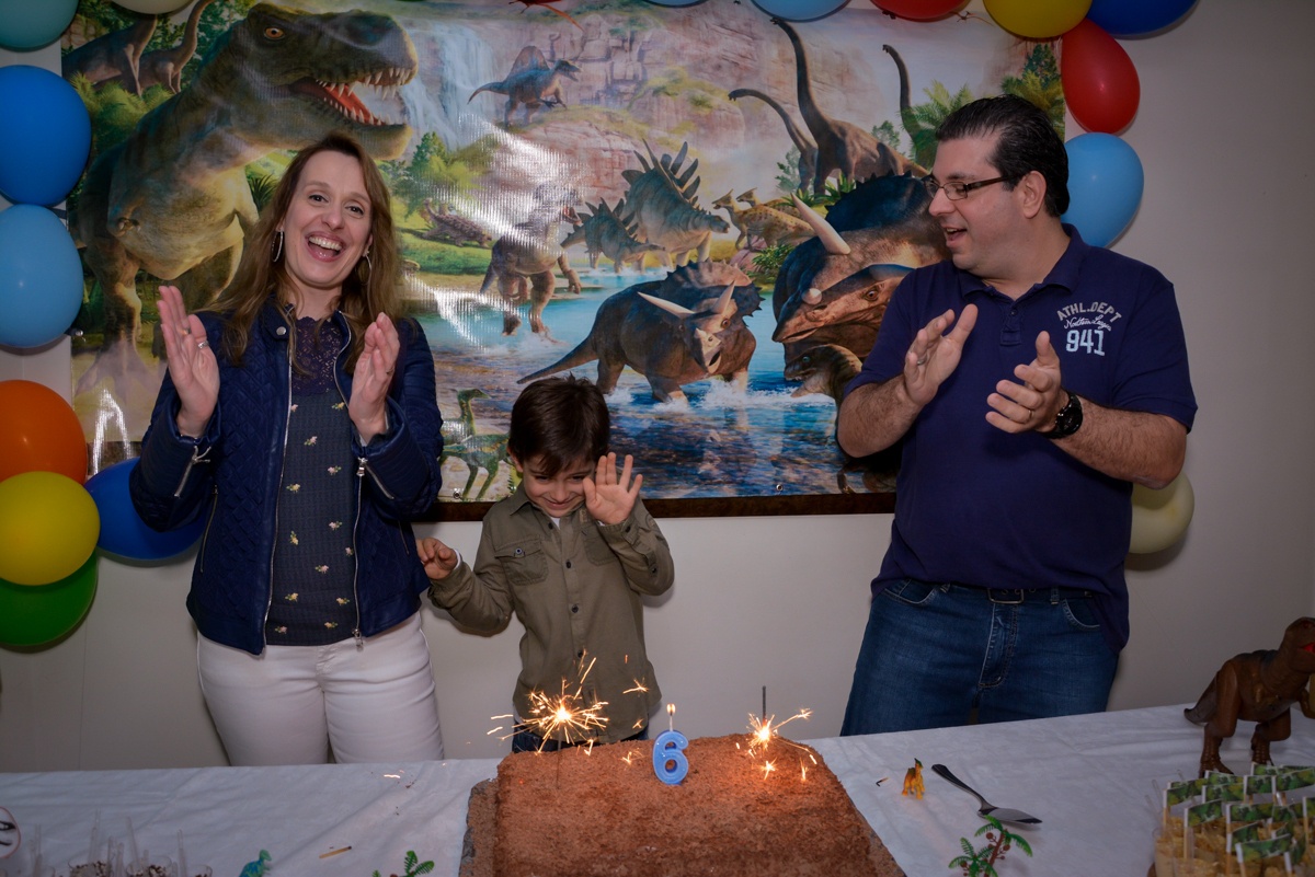 cantando parabéns para o aniversariante no  no condomínio, São Paulo- SP