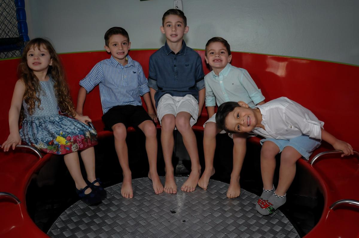 bagunça das crianças no labamba no Buffet Ciranda da Vila, Osasco, SP