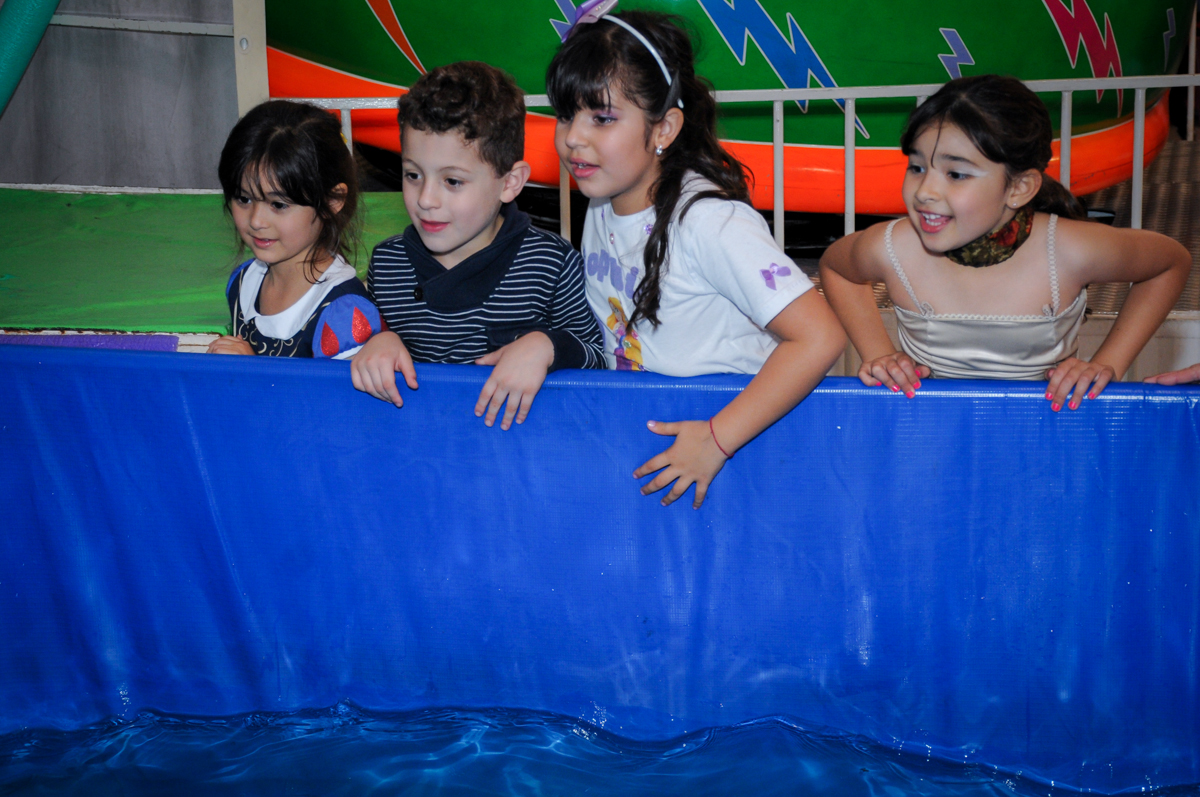 bagunça da criançada na festa de aniversário da sophia no Buffet Fábrica da Alegria Osasco, São Paulo