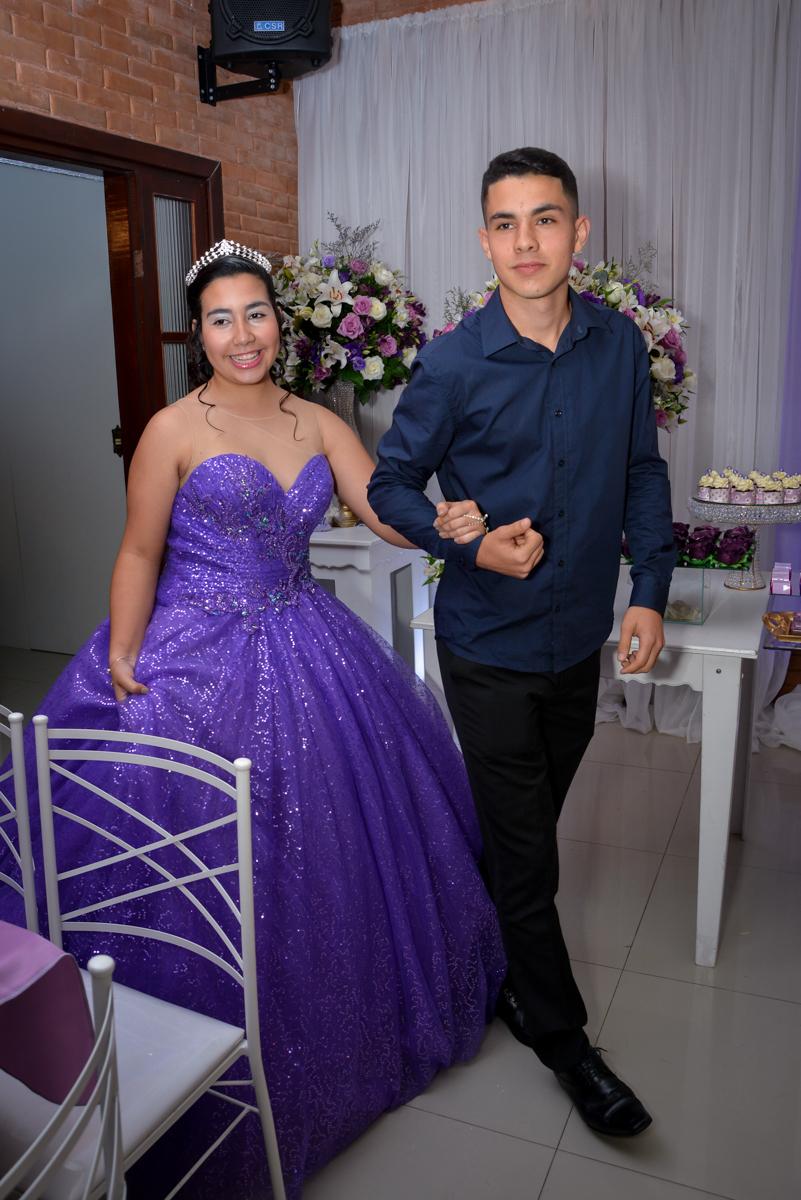 levada pelo irmão a aniversariante de 15 anos para dançar com seu pai no Espaço Felicittá, Osasco, São Paulo