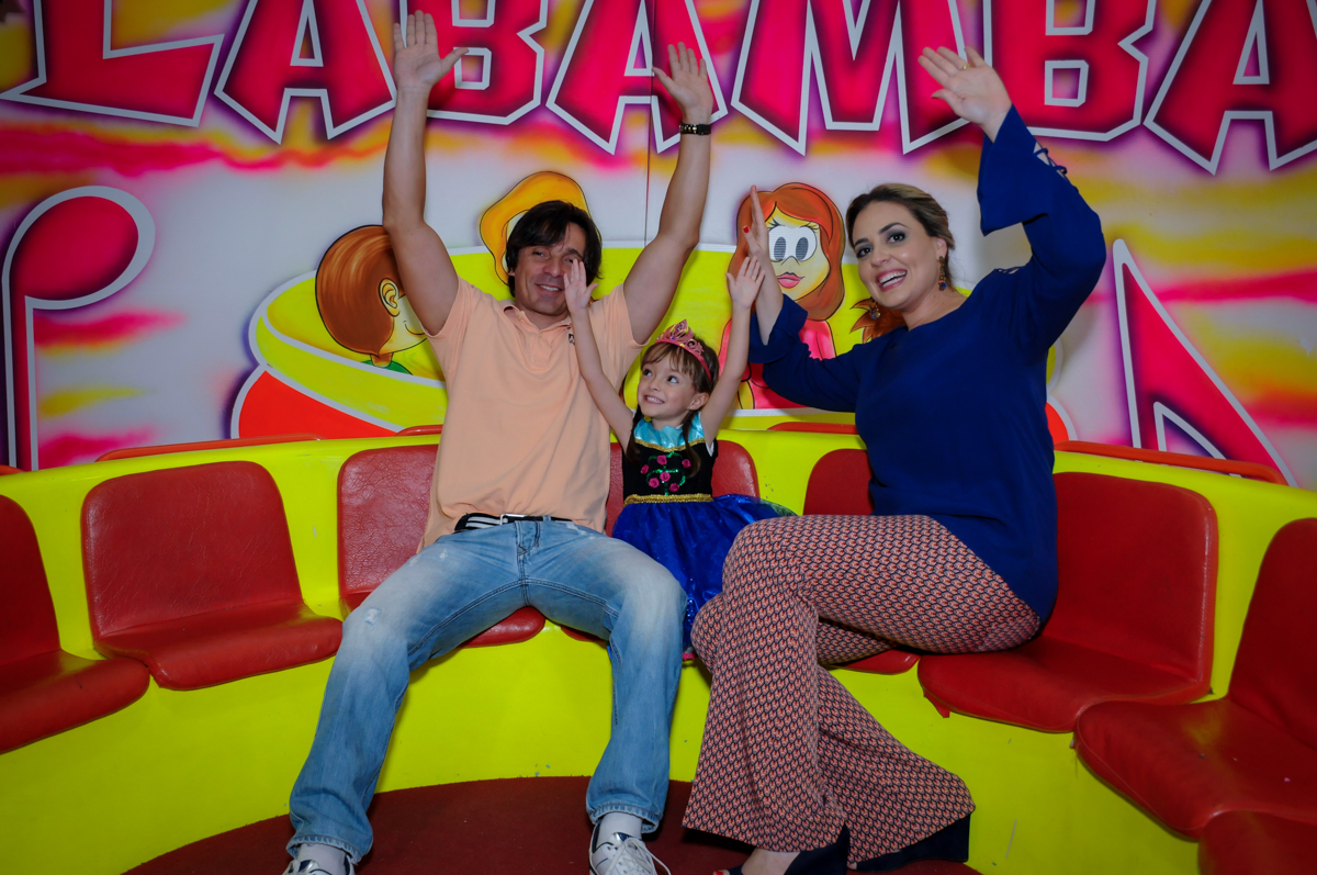 família se diverte no labamba no Buffet Infantil Hary Happy, Morumbi, São Paulo