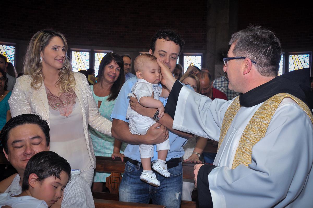 hora da cerimônia de batizado do Matheus no Paróquia São Bento Morumbi