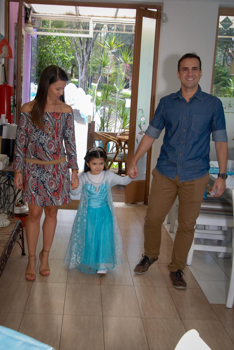 entrada da família para a festa da pietra tema frozen no buffet feliz da vida, butantã,sp