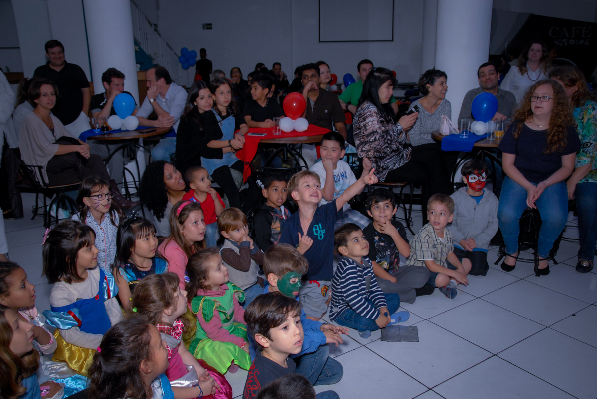 hora do show do homem aranha no Buffet Fábrica da Alegria, Morumbi, São Paulo