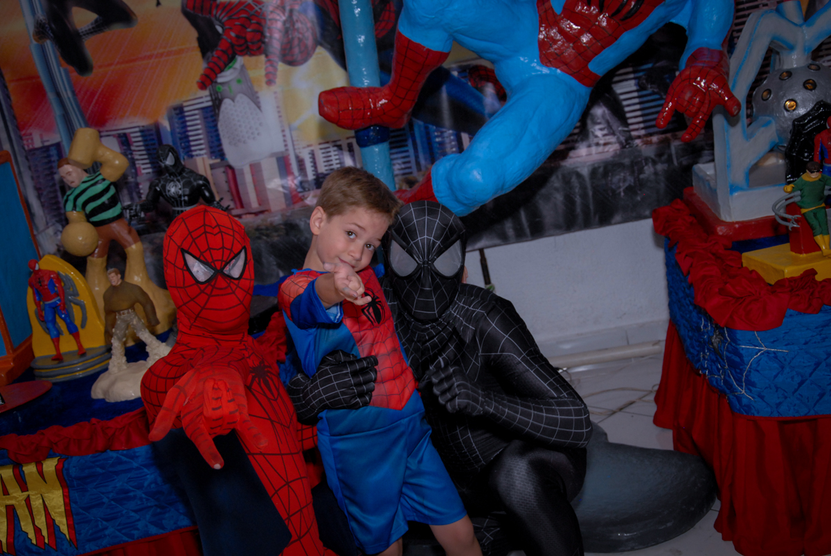 fim de festa aniversariante com o homem aranha no Buffet Fábrica da Alegria, Morumbi, São Paulo