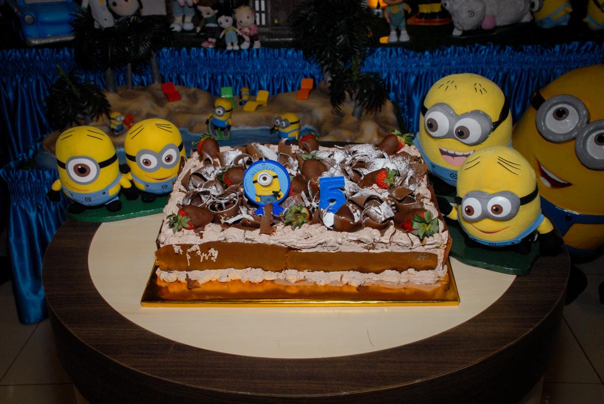 bolo de aniversário tema meu malvado favorito no buffet spasso dourado, pirituba, são paulo