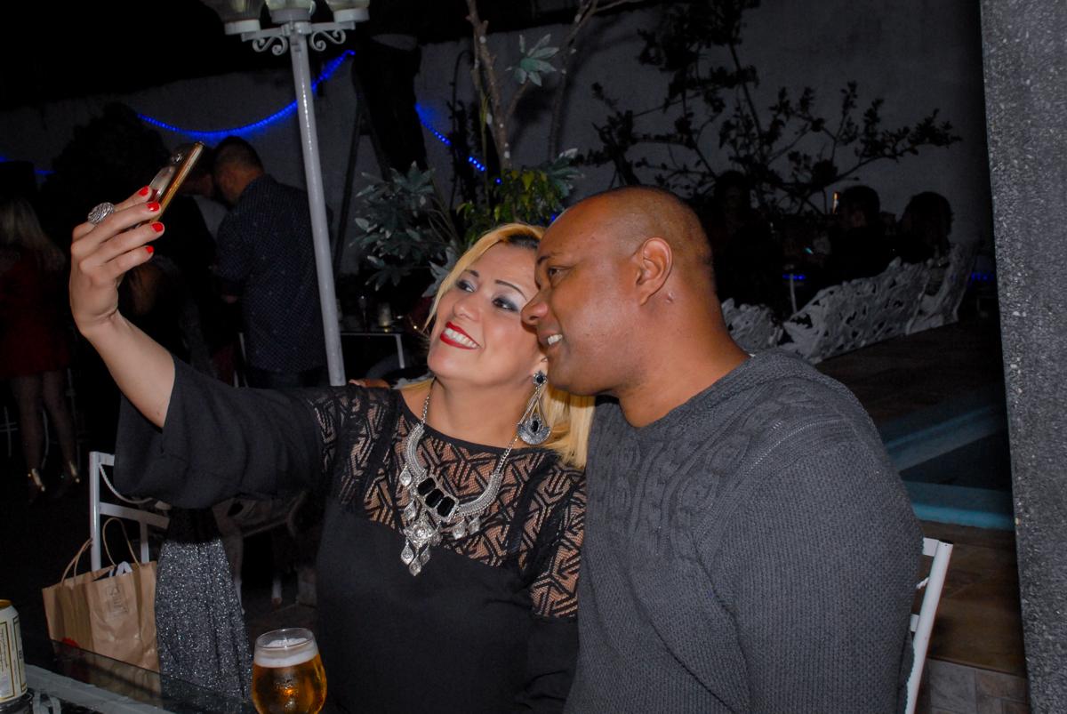 convidados fazem self festa em condomínio Morumbi
