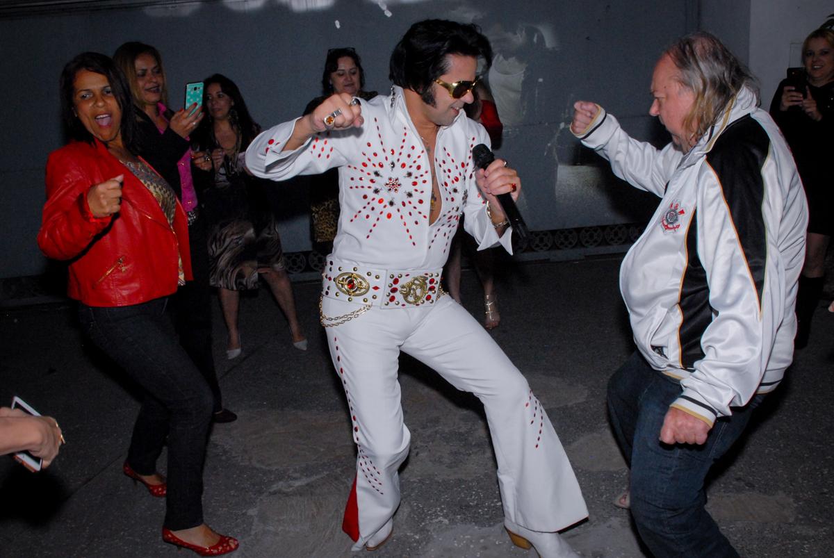 dança do cover do elvis presley festa em condomínio Morumb