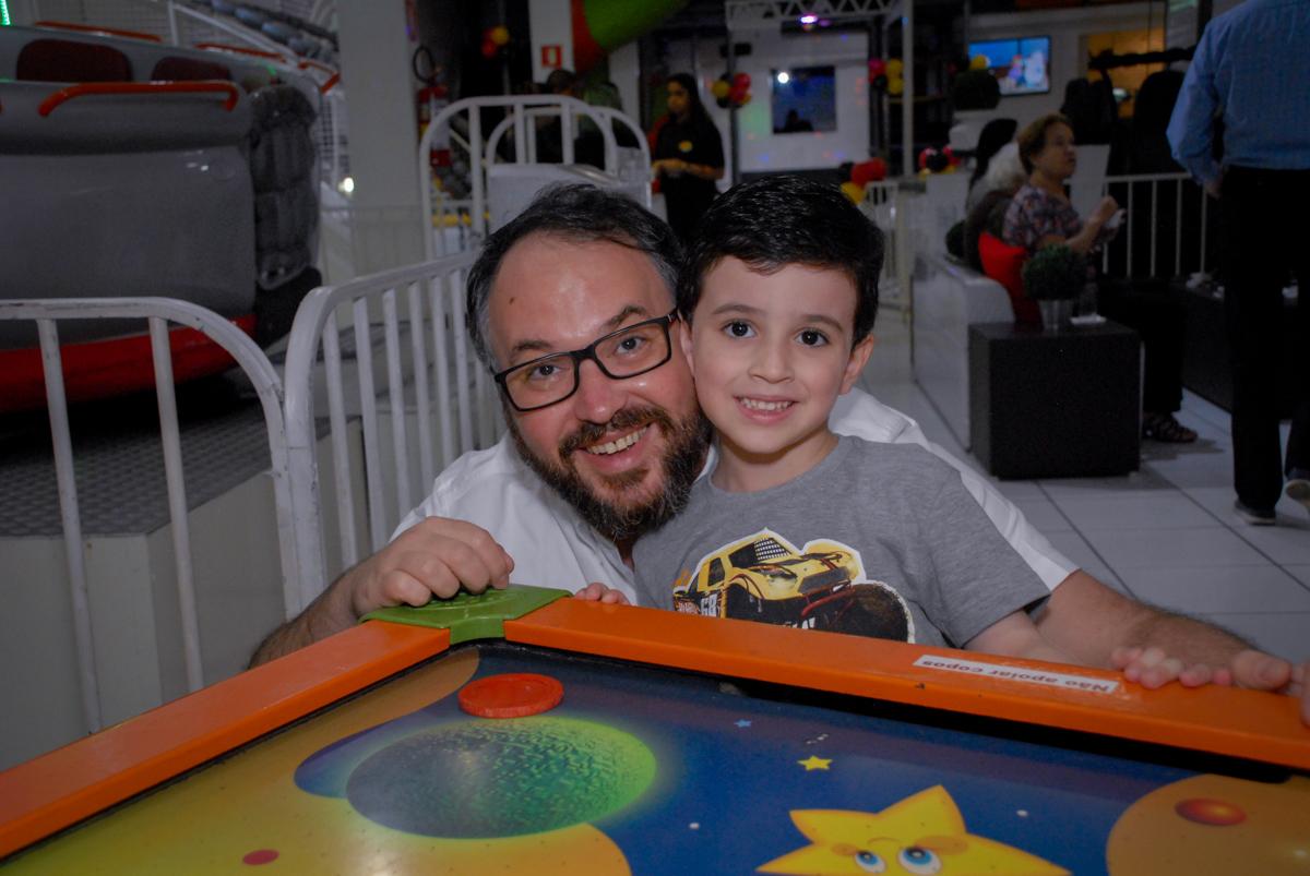 pose para foto do convidado no Buffet Bugui Ugui, Vila Mascote, São Paulo