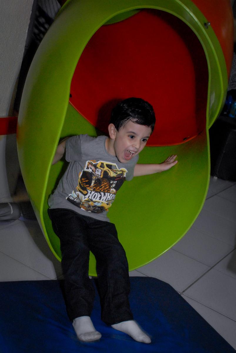 o escorregador é muito requisitado pelas crianças no Buffet Bugui Ugui, Vila Mascote, São Paulo
