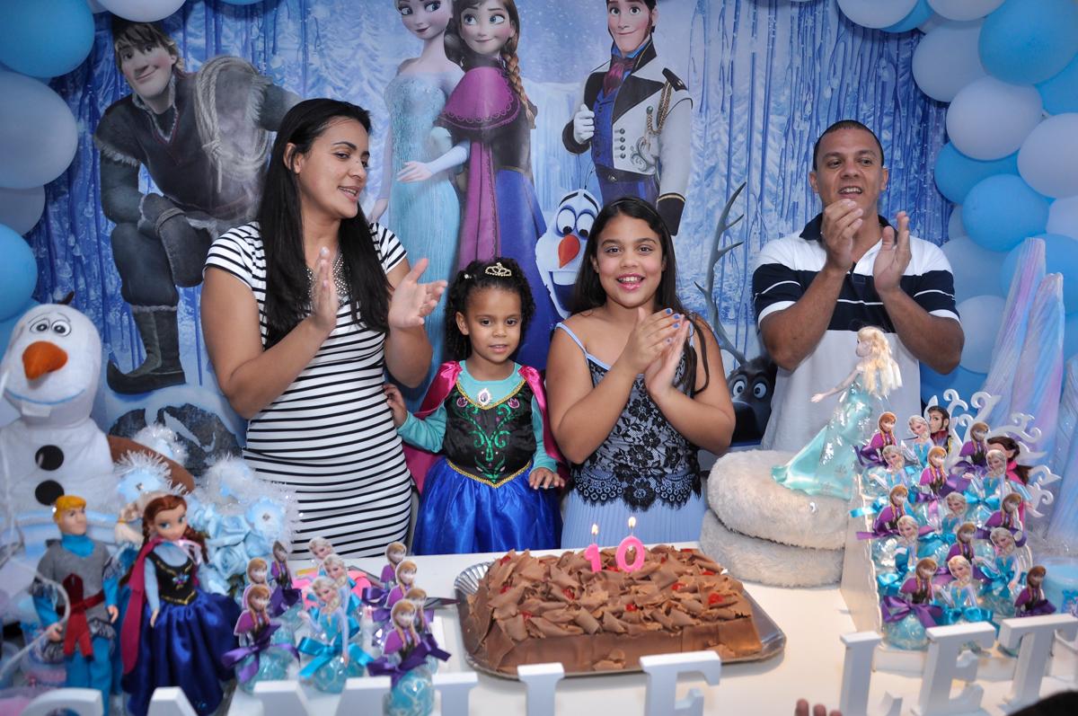 chegou a hora do parabéns no Condomínio São Paulo, SP, tema da festa Frozen