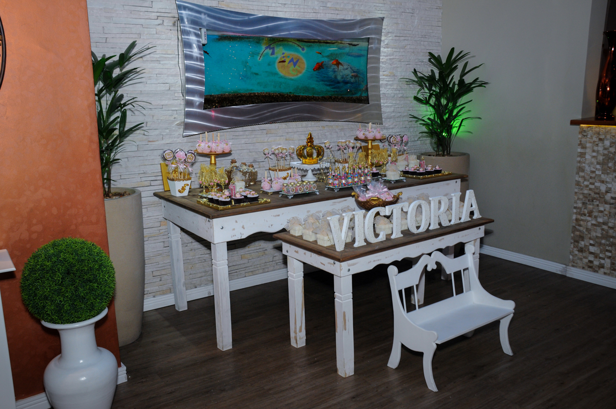mesa decorada no buffet amazing, alphaville,sp, tema da mesa bonecas princesas