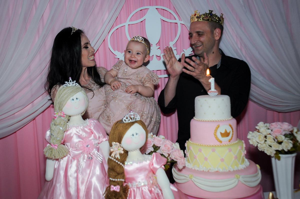 cantando parabéns para victória no buffet amazing, alphaville,sp, tema da mesa bonecas princesas