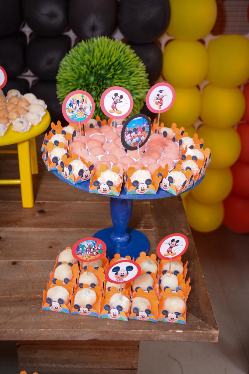 detalhe da mesa no Condomínio Morumbi, São Paulo festa Leonardo 1 aninho, tema Mickey