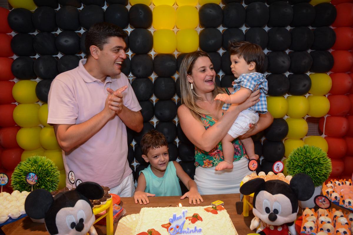 hora de cantar parabéns no Condomínio Morumbi, São Paulo festa Leonardo 1 aninho, tema Mickey