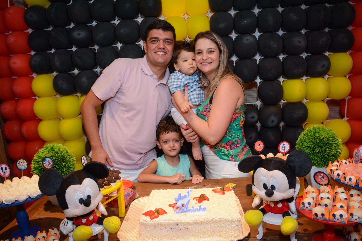 hora de cntar parabéns no Condomínio Morumbi, São Paulo festa Leonardo 1 aninho, tema Mickey