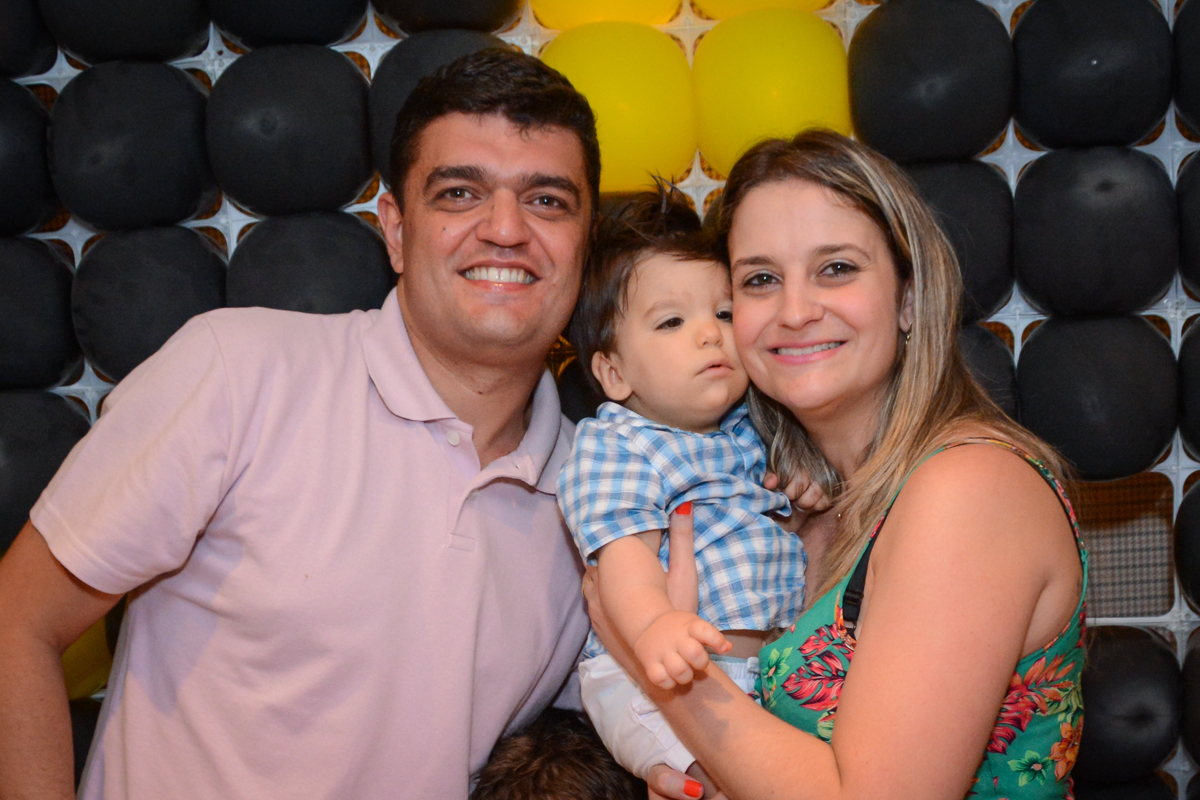 aniversariante com seus pais no Condomínio Morumbi, São Paulo festa Leonardo 1 aninho, tema Mickey