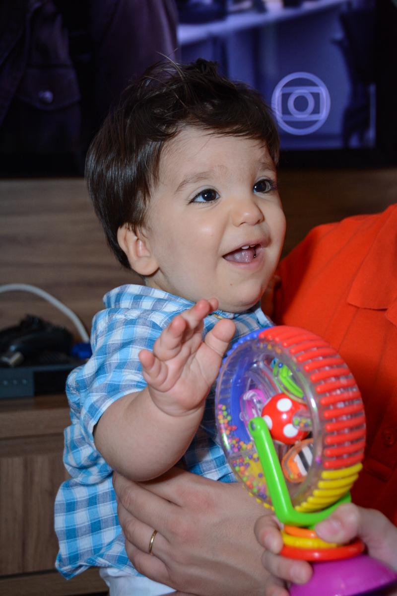 sorriso feliz no Condomínio Morumbi, São Paulo festa Leonardo 1 aninho, tema Mickey