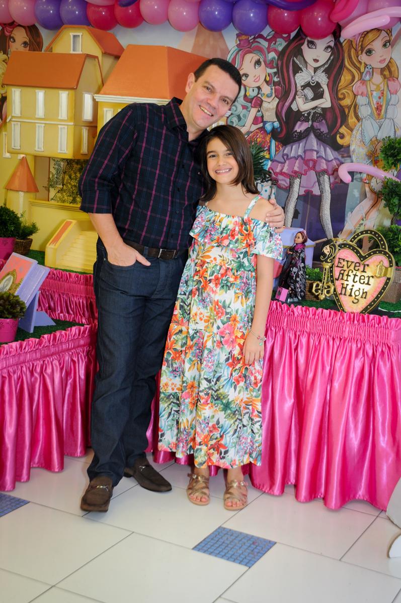papai e filhinha no Buffet Max Mania, Panambi, Sp, tema da festa Monster High