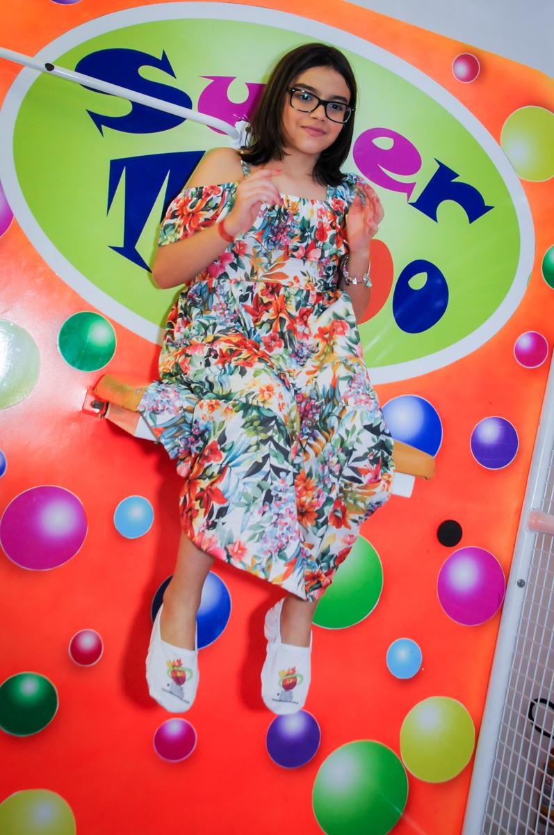 brincando no tombo legal no Buffet Max Mania, Panambi, Sp, tema da festa Monster High