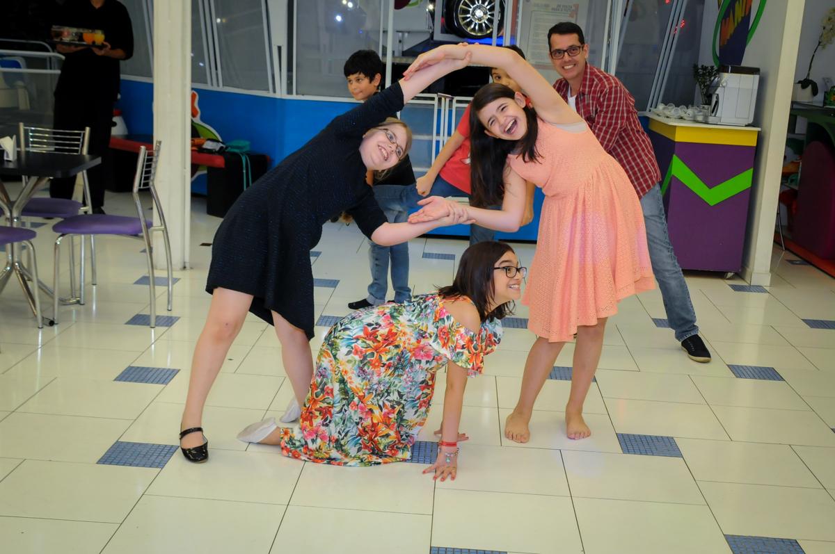 muita alegria na hora da recreação no Buffet Max Mania, Panambi, Sp, tema da festa Monster High