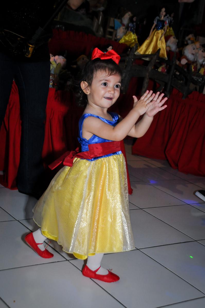 hora da balada na aniversário infantil, nathália 2 anos,tema da mesa branca de neve, buffet magic joy, moema, sp