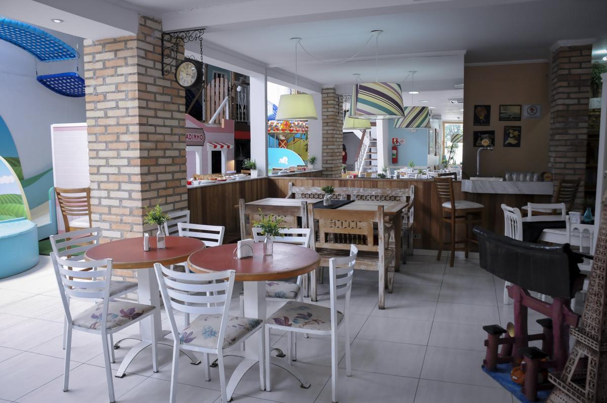 foto do salão da festa infantil buffet feliz da vida, Théo 3 aninhos, tema da festa carros