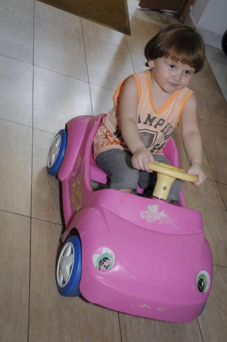 hora de dar uma voltinha no carrinho no  buffet feliz da vida, festa infantil Théo 3 aninhos, tema da festa carros
