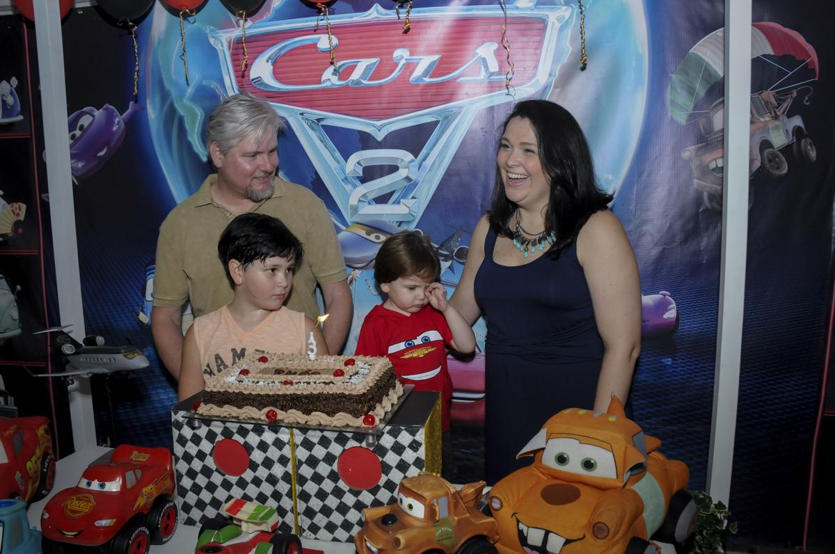 vai começar o parabéns no  buffet feliz da vida, festa infantil Théo 3 aninhos, tema da festa carros