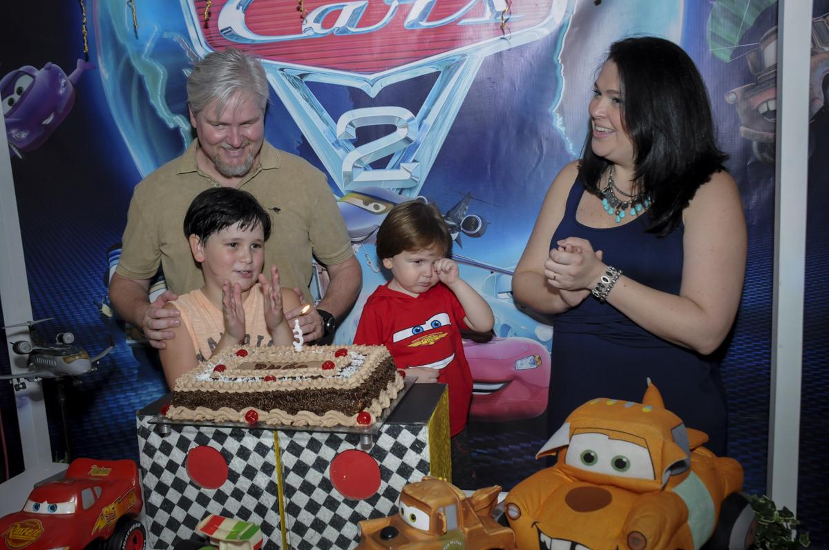 parabéns animado no  buffet feliz da vida, festa infantil Théo 3 aninhos, tema da festa carros