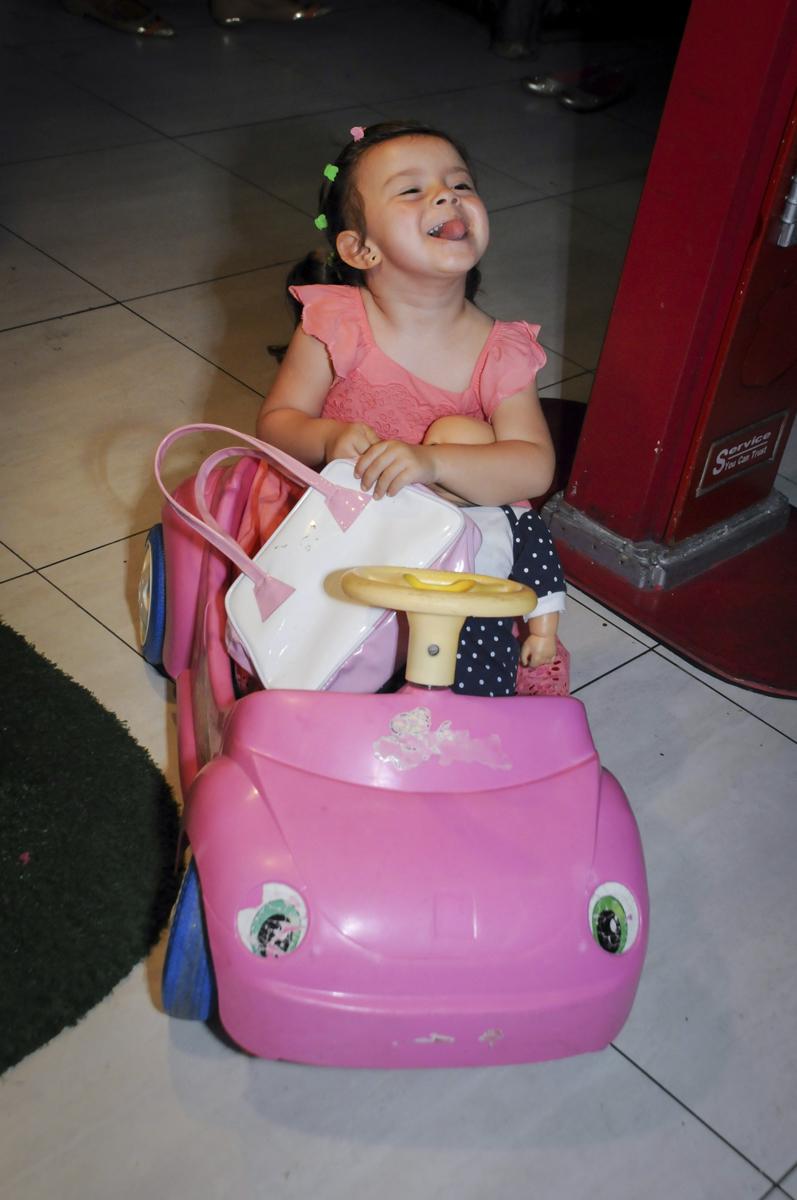 foto fazendo caret no  buffet feliz da vida, festa infantil Théo 3 aninhos, tema da festa carros