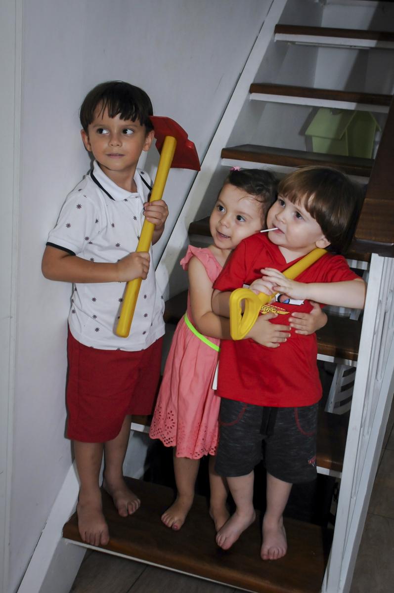 bagunça da molecada no  buffet feliz da vida, festa infantil Théo 3 aninhos, tema da festa carros