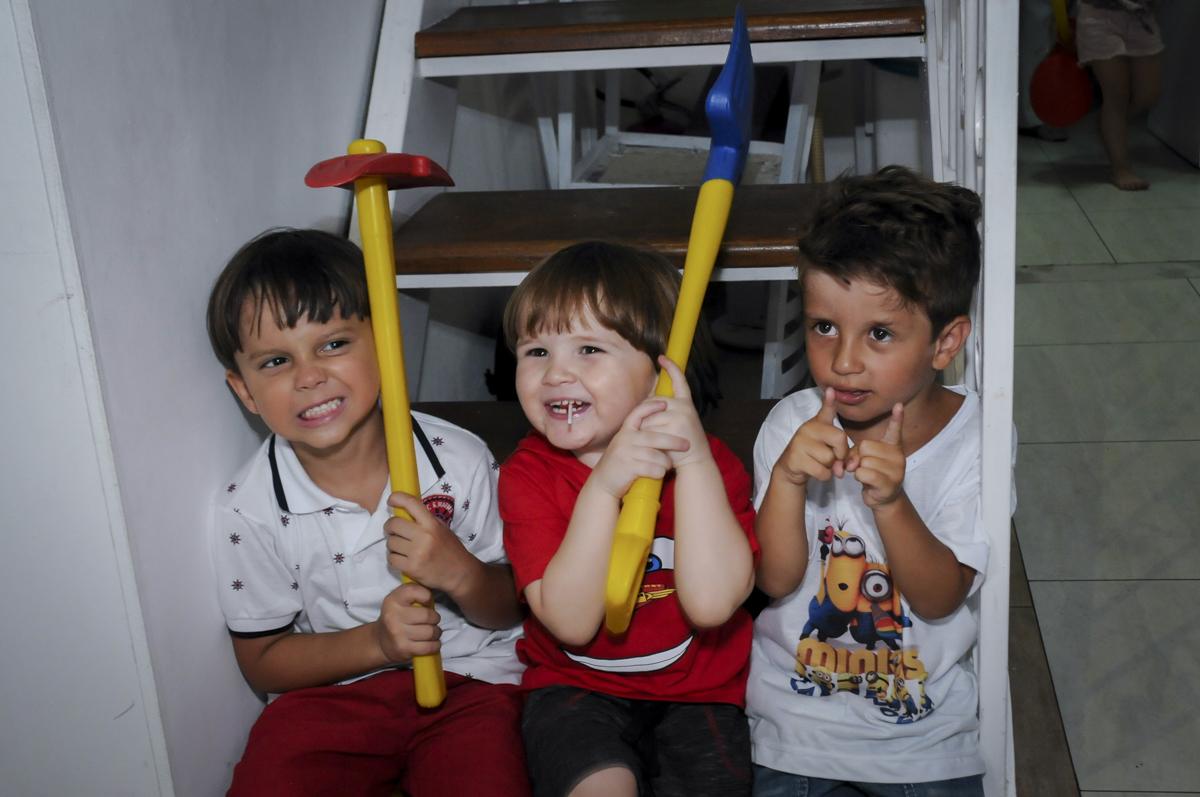 garalhada gostosa dos amiguinhos no  buffet feliz da vida, festa infantil Théo 3 aninhos, tema da festa carros