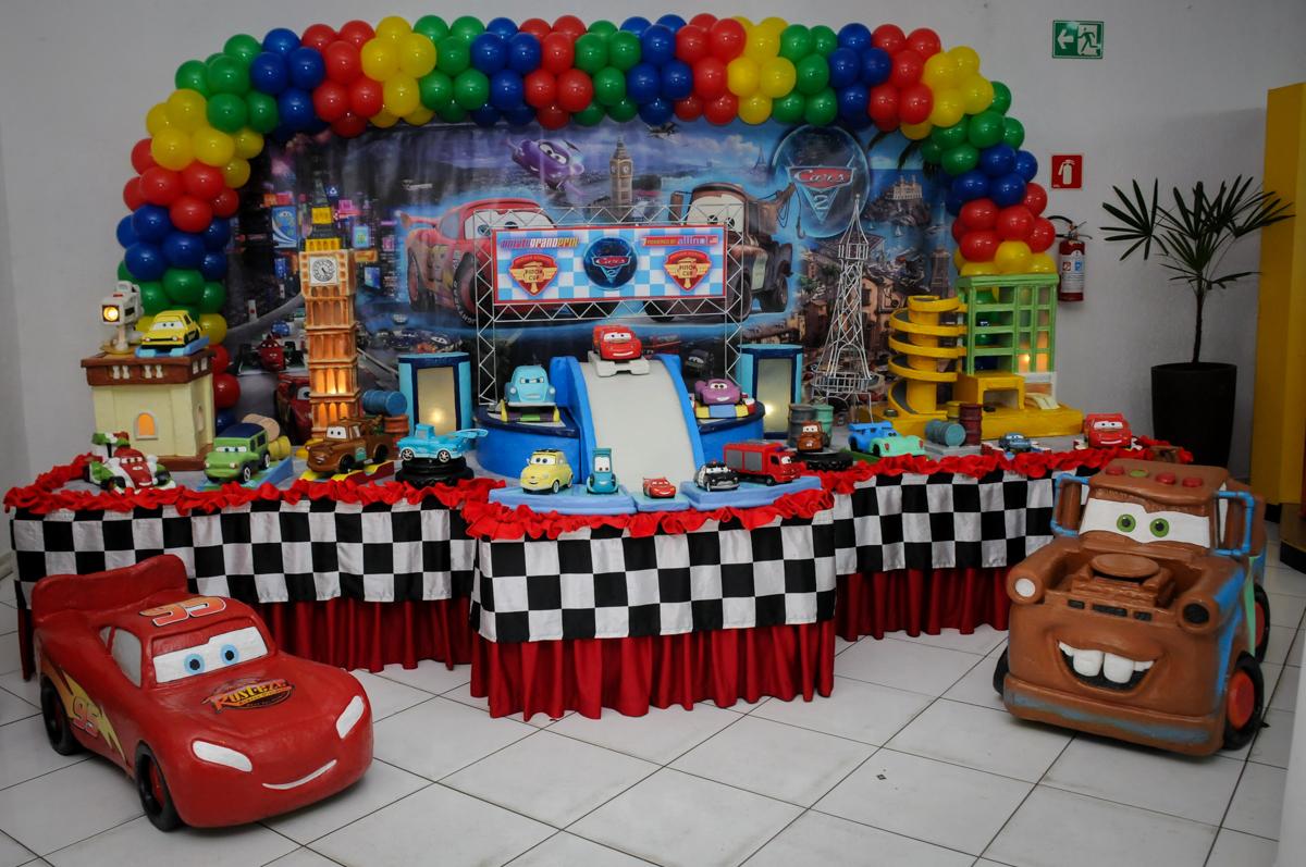 mesa decorada no Buffet Fábrica da Alegria, Morumbi, SP. festa infantil, Samuel 4 anos, tema Carros