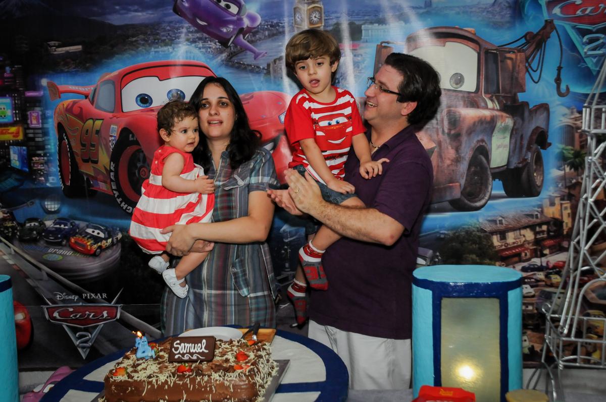 hora de cantar parabéns no Buffet Fábrica da Alegria, Morumbi, SP. festa infantil, Samuel 4 anos, tema Carros