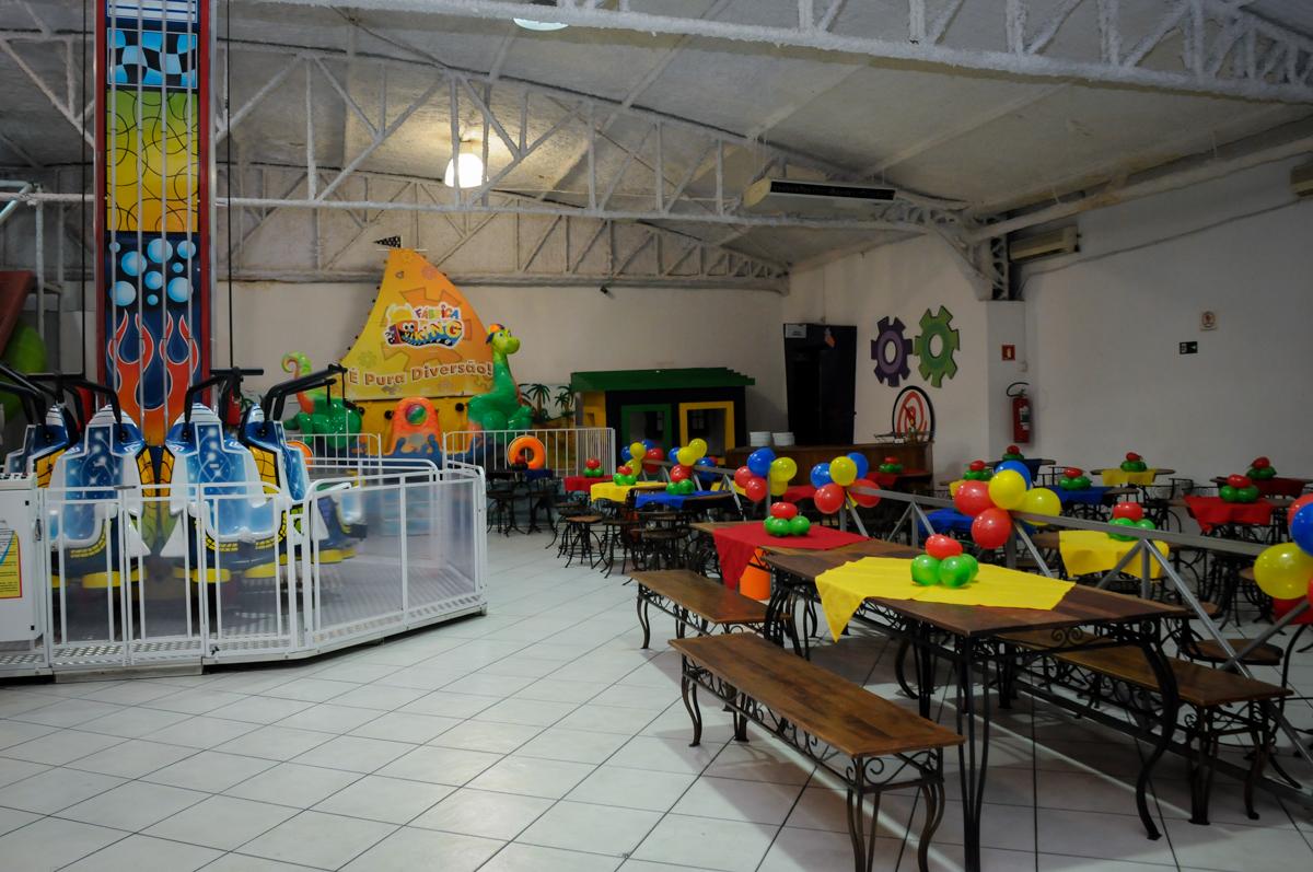 decoração do Buffet Fábrica da Alegria, festa infantil, tema da mesa branca de neve aniversarinte Kaylane 3 aninhos