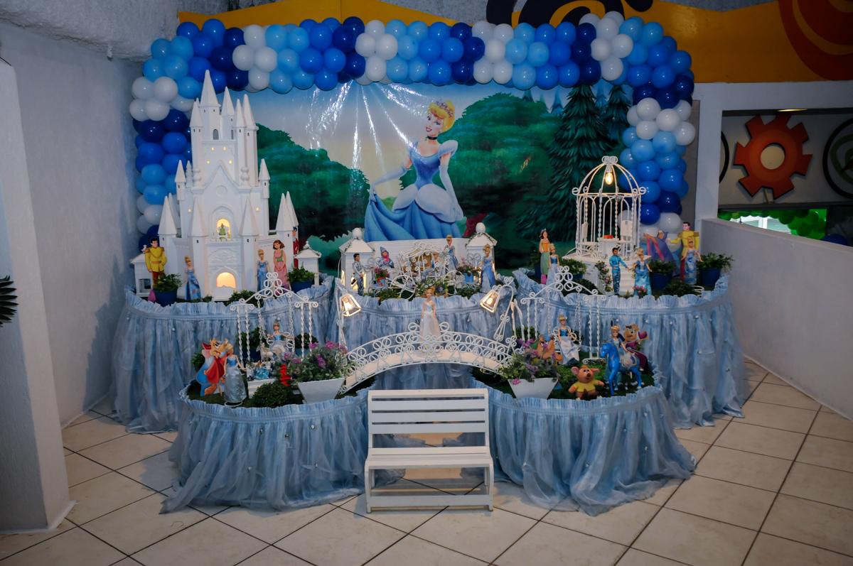 mesa decorada do tema da festa no Buffet Fábrica da Alegria, Osasco,Sp, Festa infantil, Vitória 8 anos, tema da festa Cinderela