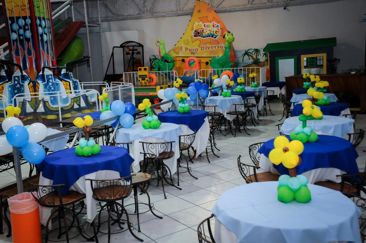 salão decorado com bexigas no Buffet Fábrica da Alegria, Osasco,Sp, Festa infantil, Vitória 8 anos, tema da festa Cinderela