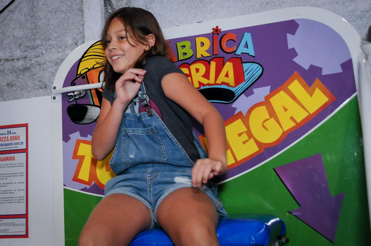 bagunça no brinquedo tombo legal no Buffet Fábrica da Alegria, Osasco,Sp, Festa infantil, Vitória 8 anos, tema da festa Cinderela