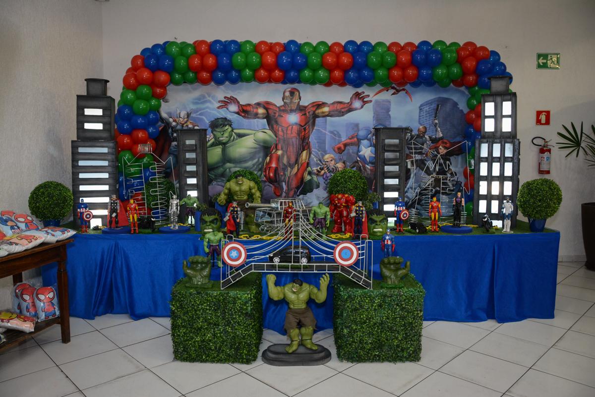 mesa decorada Buffet Fábrica da Alegria Morumbi, São Paulo, tema da festa Super Heróis, João Pedro 3 anos