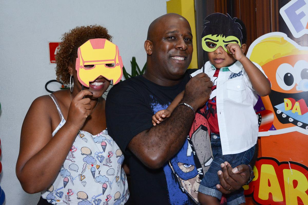 final da festa todos com máscara no Buffet Fábrica da Alegria Morumbi, São Paulo, tema da festa Super Heróis, João Pedro 3 anos