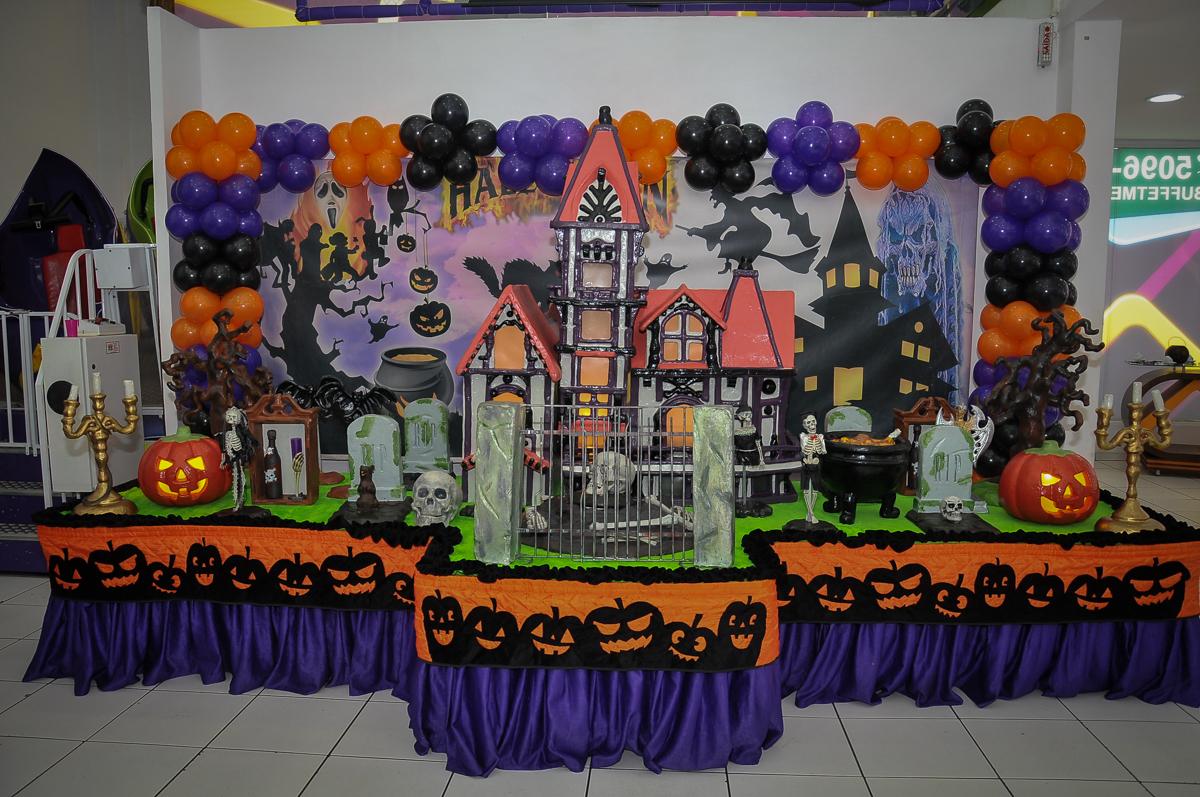 mesa decorada para a festa infantil no Buffet Megauê, Moema, SP, festa de aniversário infantil de Eduardo 5 anos, tema da festa Weloween