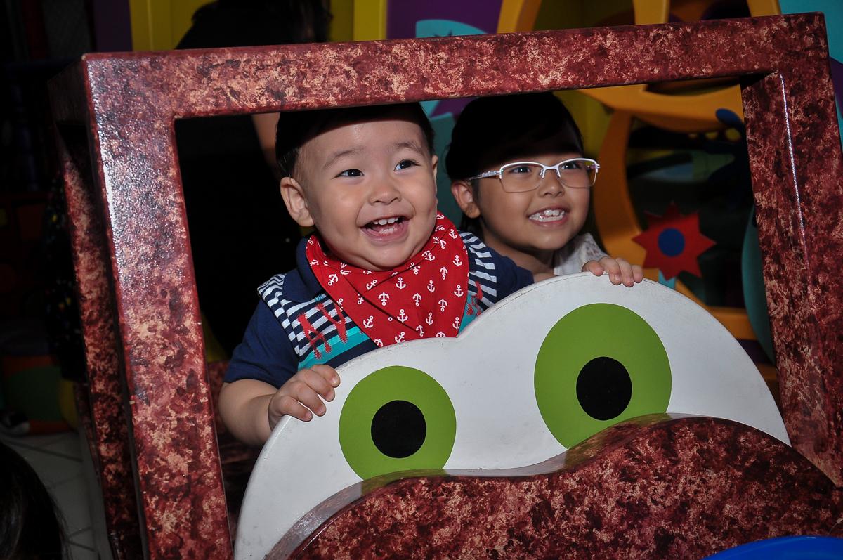 sorrisos gostosos da molecada no carrinho no Buffet Megauê, Moema, SP, festa de aniversário infantil de Eduardo 5 anos, tema da festa Weloween