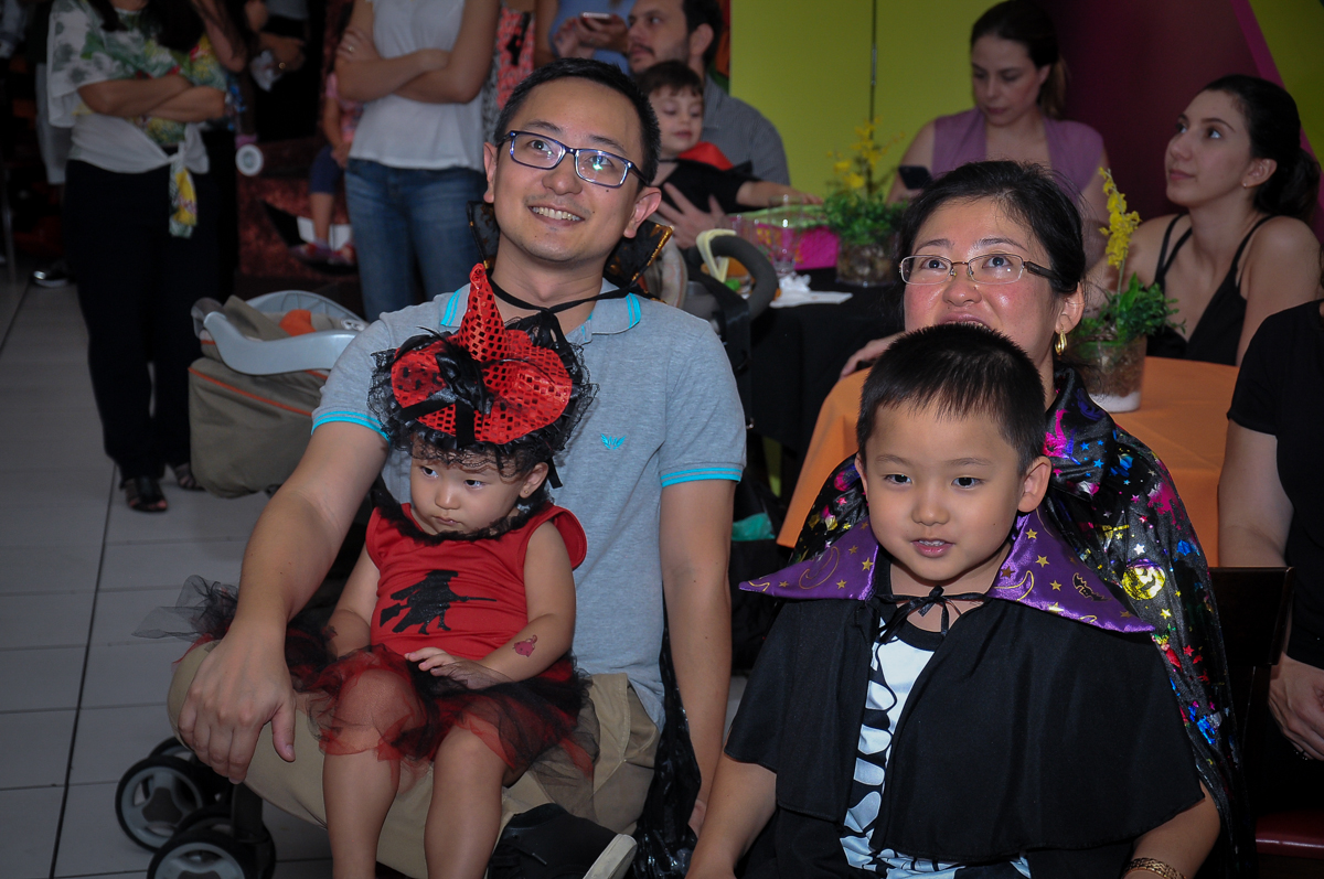 hora da retrospectiva no Buffet Megauê, Moema, SP, festa de aniversário infantil de Eduardo 5 anos, tema da festa Weloween