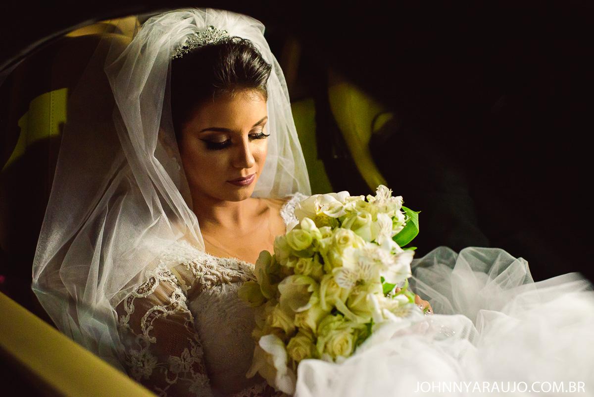 detalhes de uma linda noiva em seu casamento