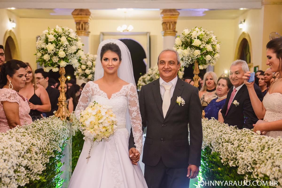 entrada da noiva e seu pai na cerimonia de casamento