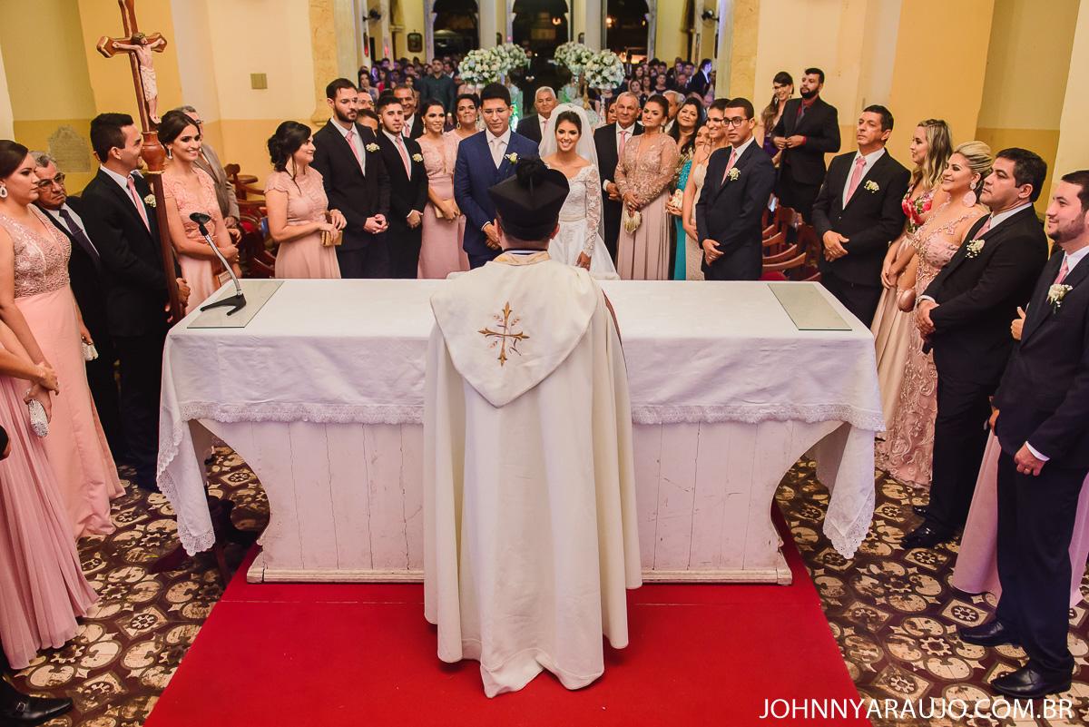 benção com a familia na celebração do casamento