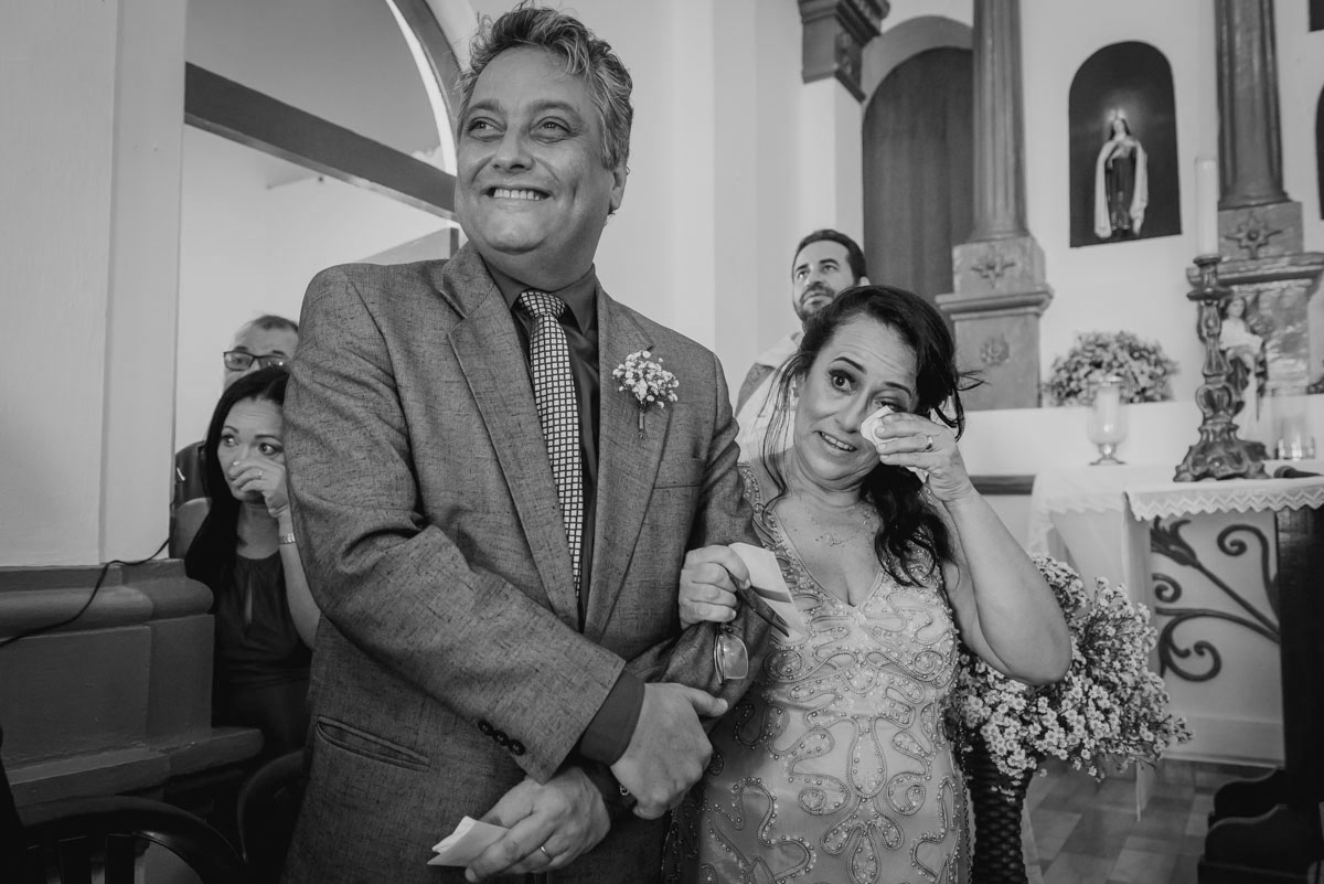 familiares se emocionam com depoimento da noiva no dia de seu casamento